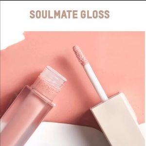 KKW Beauty Soulmate Gloss